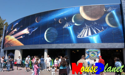 Mouseplanet disneyland park update by adrienne vincent for Buzz lightyear wall mural