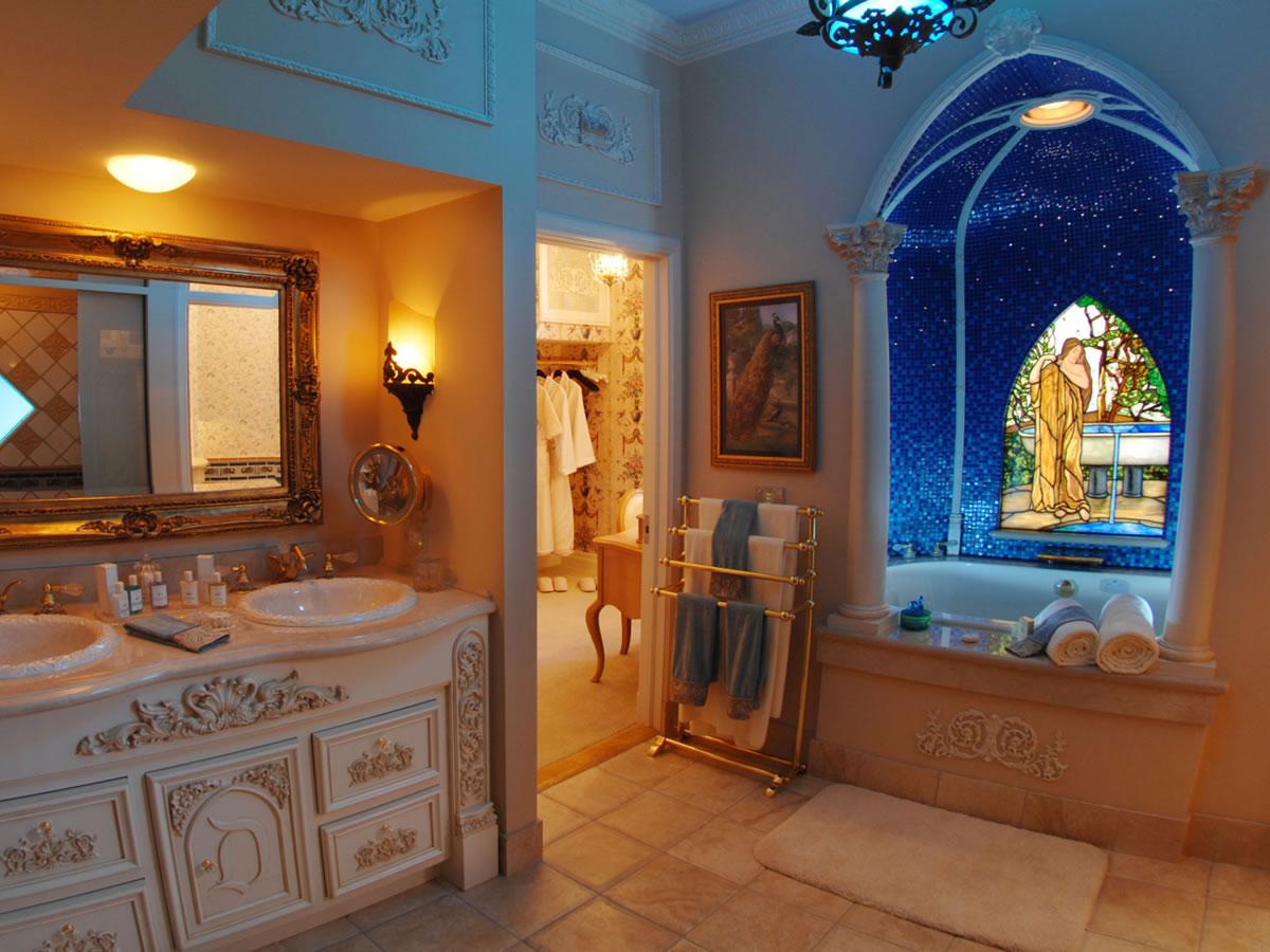 Master Suite Bathroom Of Mouseplanet Photo Tour Disneyland 39 S New Disneyland