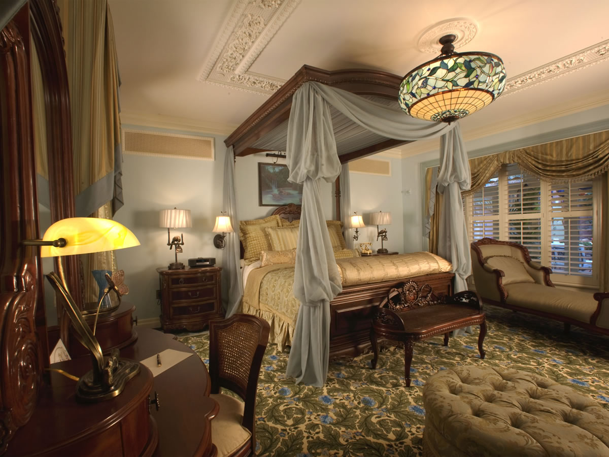 Mouseplanet photo tour disneyland 39 s new disneyland Victorian bedrooms