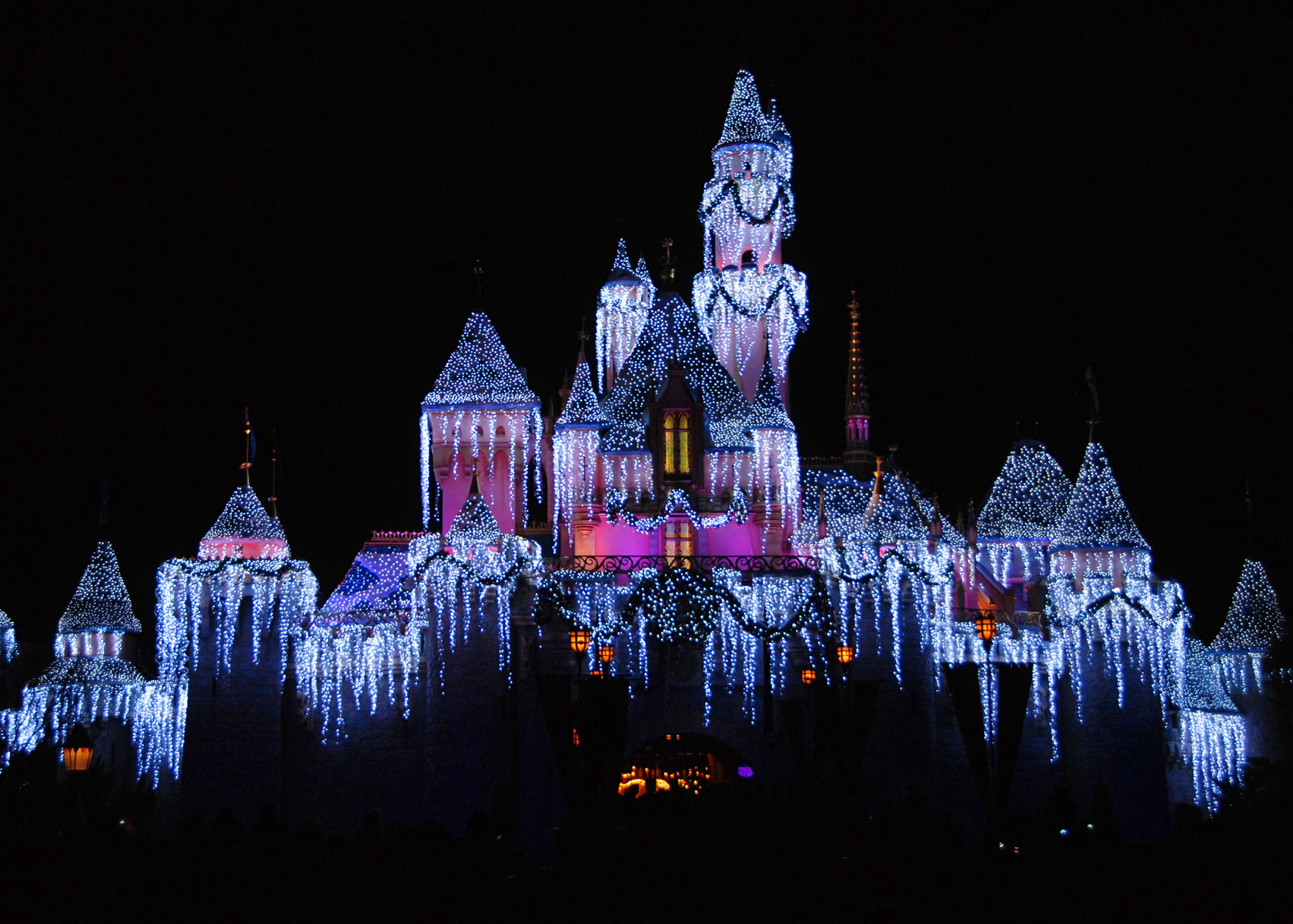 Mouseplanet Christmastime 2007 At Disneyland Resort By
